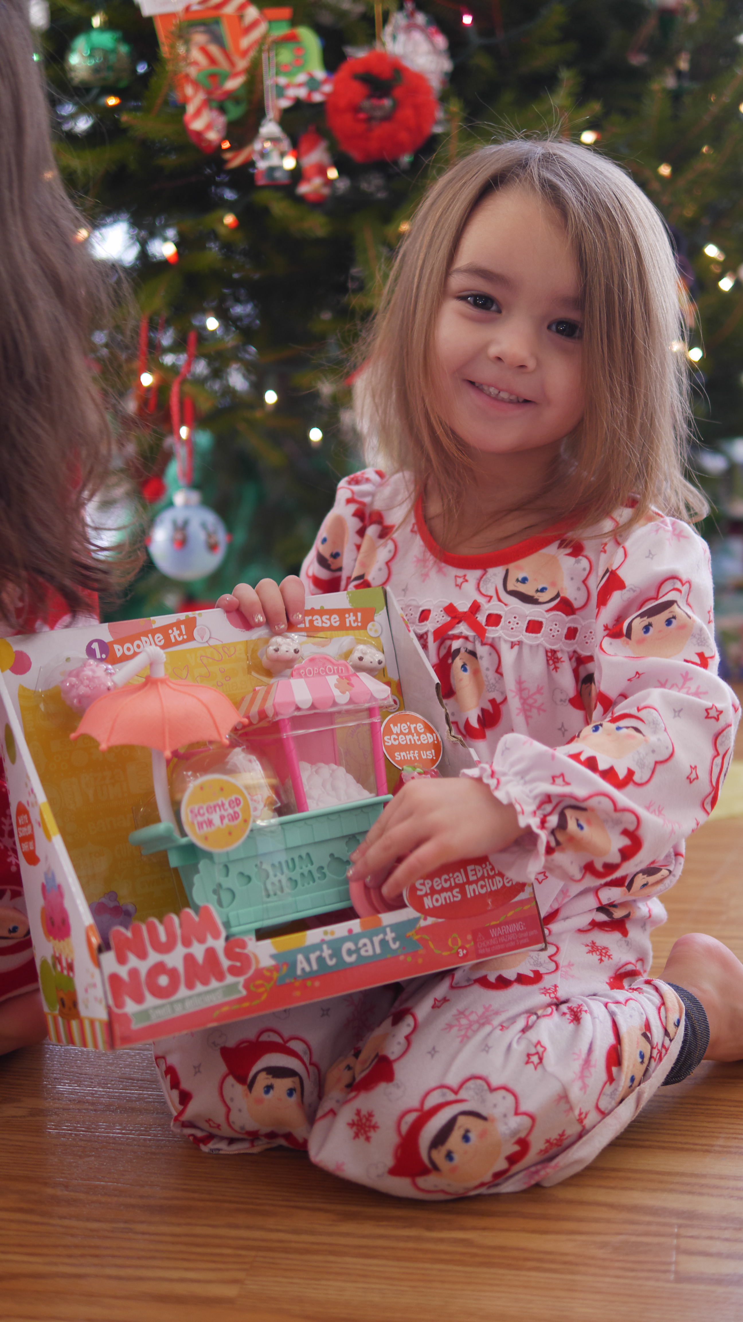 Although there are many kits for making lip gloss, stationery, and popsicles, Num Noms make these activities more exciting. by Theresa's Reviews
