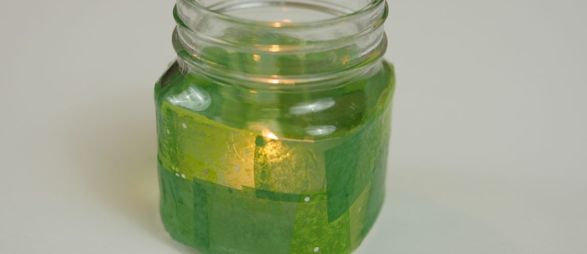 With a few simple steps, you can create a beautiful DIY St. Patrick's Day mason jar candle holder. by Theresa's Reviews