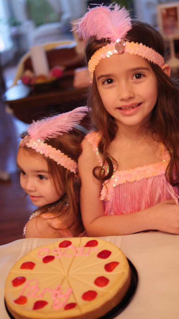Theresa's Reviews - Make a festive cake for your kid-friendly Oscar party!