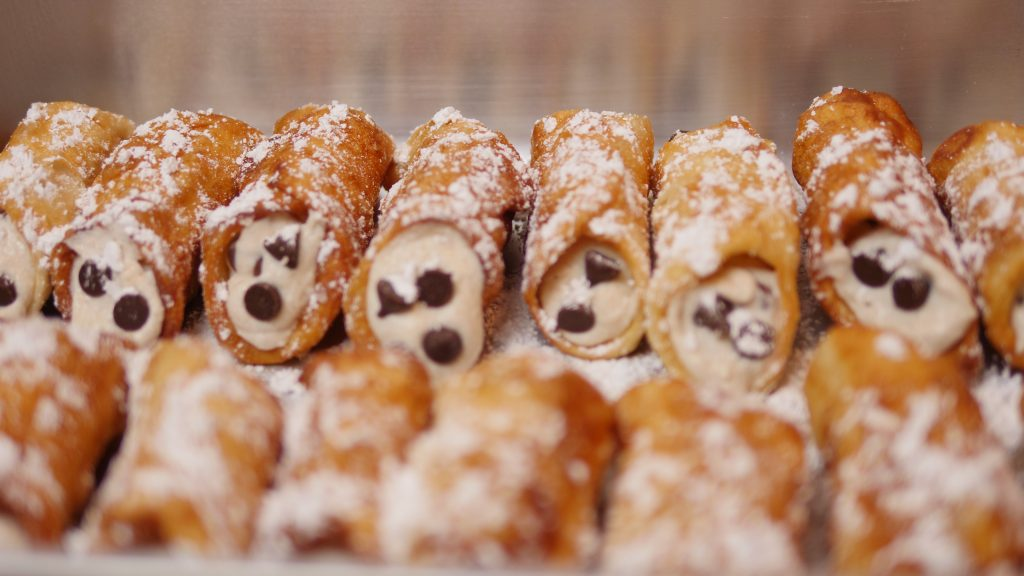 3 Tips For Making Simple, Delicious Cannolis - Theresa's Reviews