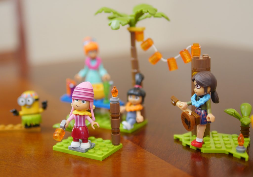 Mega Construx™ Family Luau Party