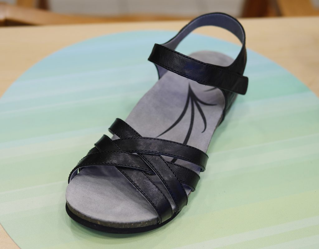 From ABEO, the Bridgette sandals come in different arch supports as well as in different colors.