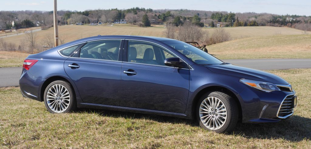 Springtime Things To Do - Test driving the 2018 Toyota Avalon #DriveToyota #LetsGoPlaces #Avalon