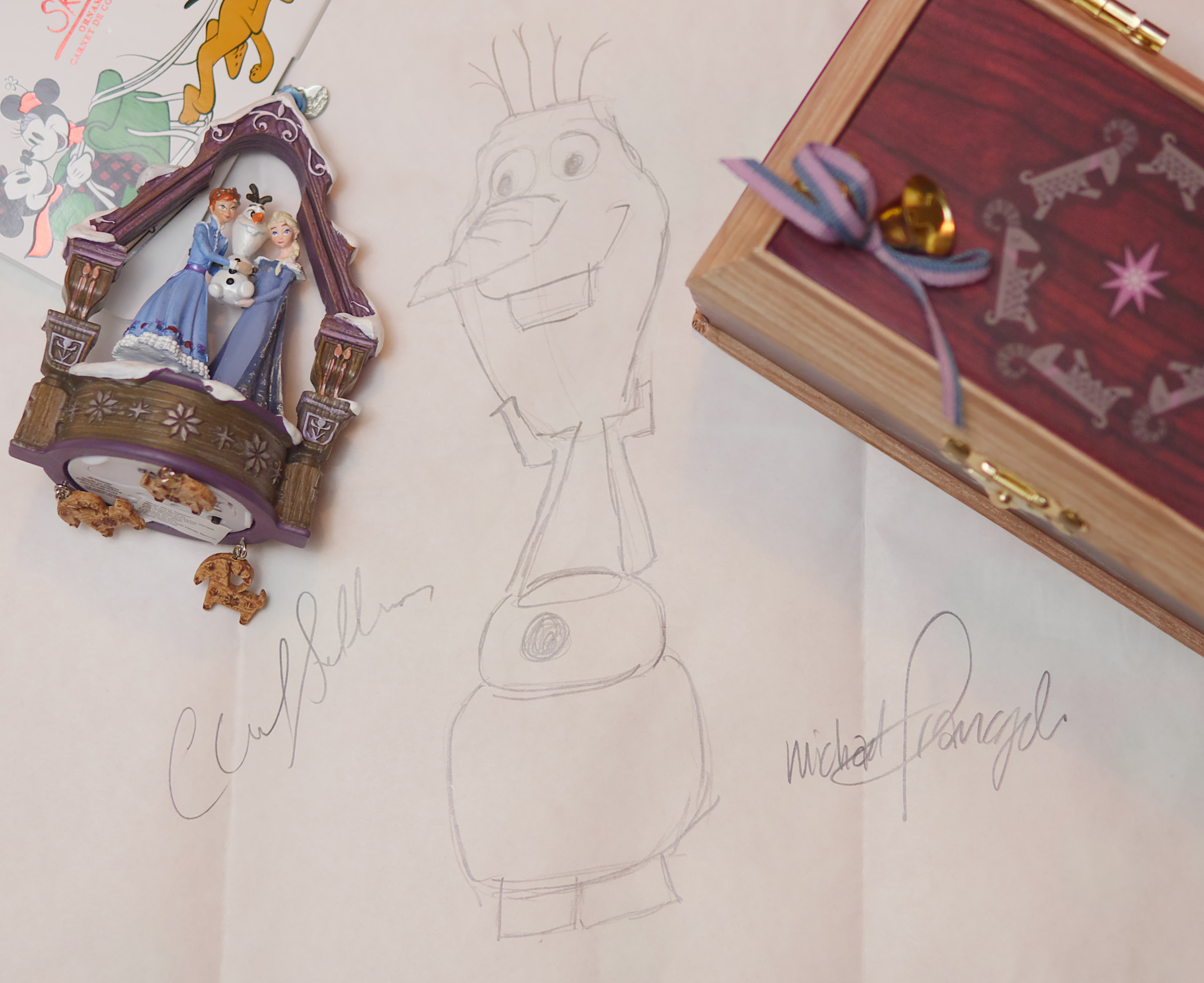 Theresa Pickett of Theresa's Reviews received a drawing tutorial from the animators of Olaf's Frozen Adventure.