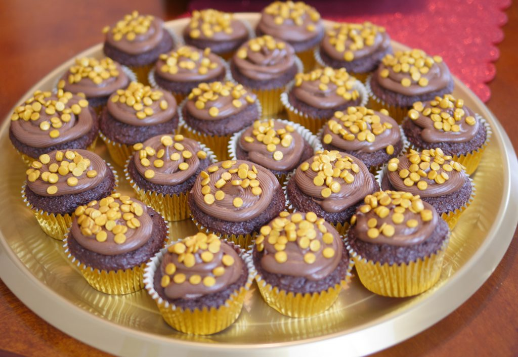 2018 Academy Awards Party - Gold Cupcakes