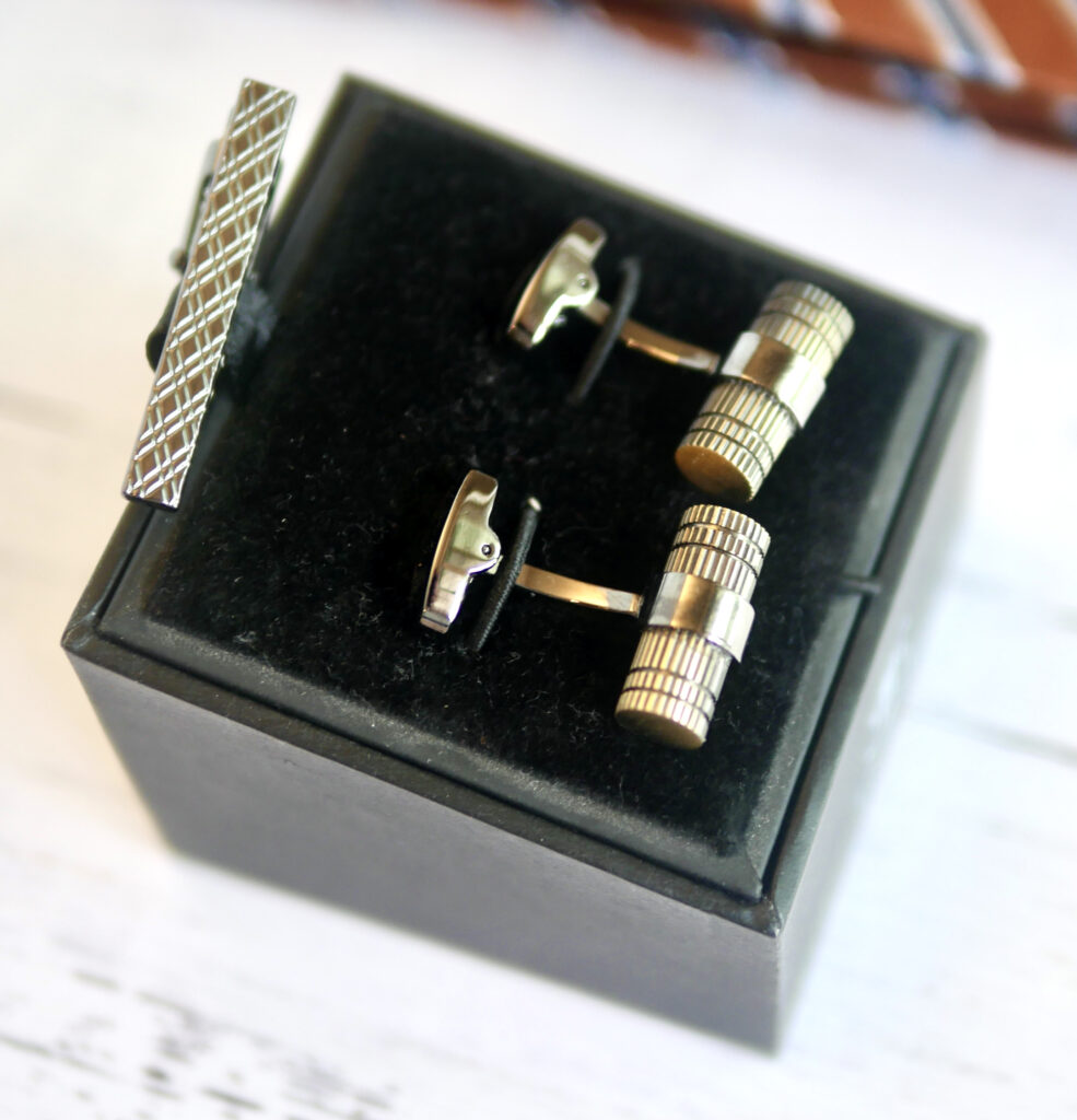 The Suit Depot Cufflinks and Tie Bar